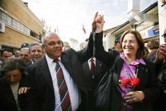 Les maires chypriote-grec, Eleni Mavrou, et chypriote-turc, Cemal Bulutoglulari, ont assist� ensemble �                     la c�r�monie d'ouverture.