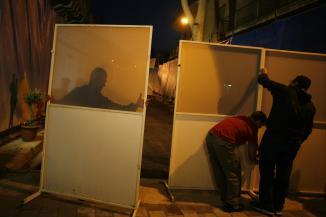 Les barri�res de la rue Ledra sont d�mont�es jeudi 3 avril au petit matin � Nicosie.
